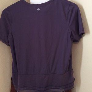 Lovely RARE Lululemon Short Sleeve Top; size 4